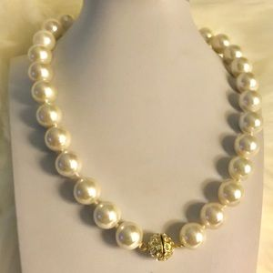 SINGLE STRAND OF PEARLS WITH CRYSTAL BALL CLOSURE